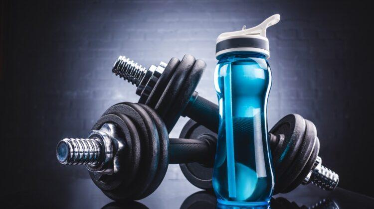 Håndvægte og vandflaske